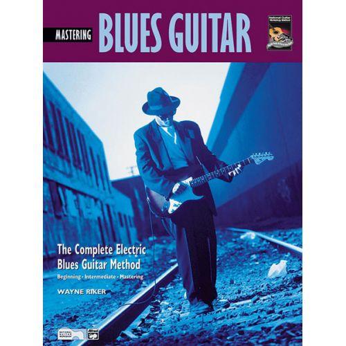 ALFRED PUBLISHING RIKER WAYNE - MASTERING BLUES GUITAR + CD - GUITAR