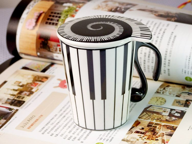MUG PIANO MOTIV WITH LID